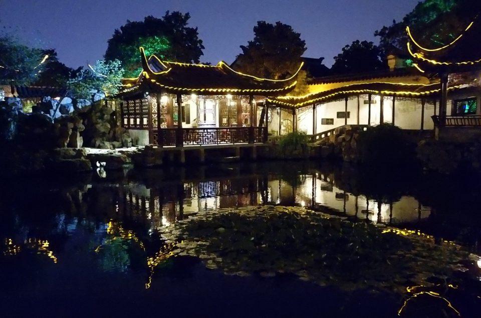 Suzhou – La nuit, le jardin du Maître des filets se métamorphose.
