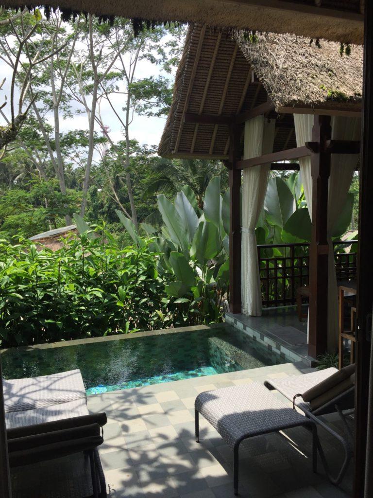 petite piscine de la chmabre à l'hôtel