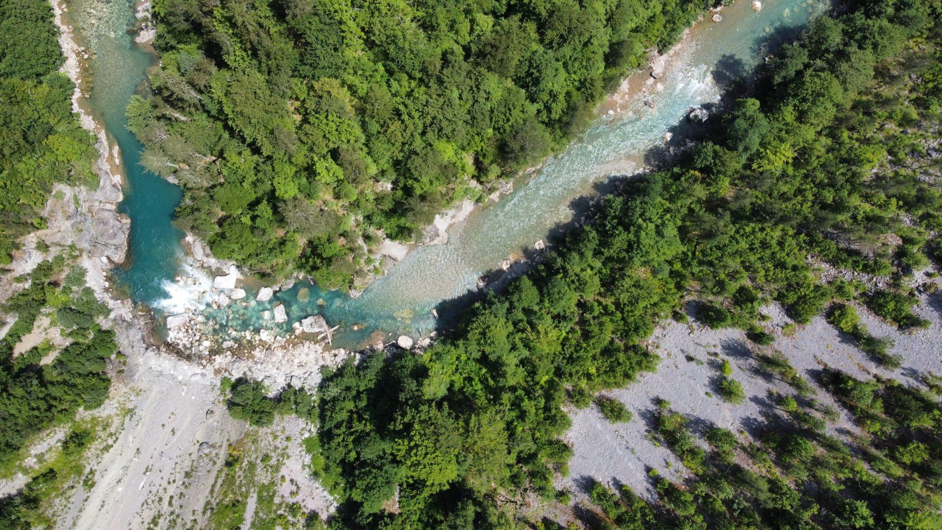 Photo drone Monténégro : Courbe de la rivière tara vue du ciel photographié en juillet 2021 avec un Drone DJI Mini2